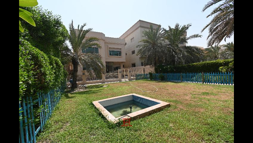 Spacious Villa in Surra